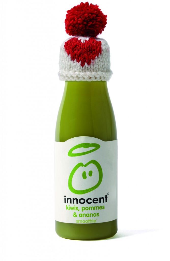 Innocent charge ensuite une équipe de petites mains pour mettre les petits  bonnets sur les bouteilles