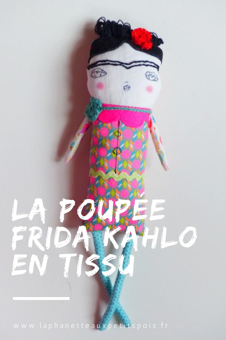 0f80d44be971c La poupée Frida Kahlo en tissu - La Phanette aux petits pois