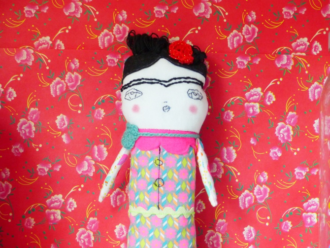 La poupée Frida Kahlo en tissu