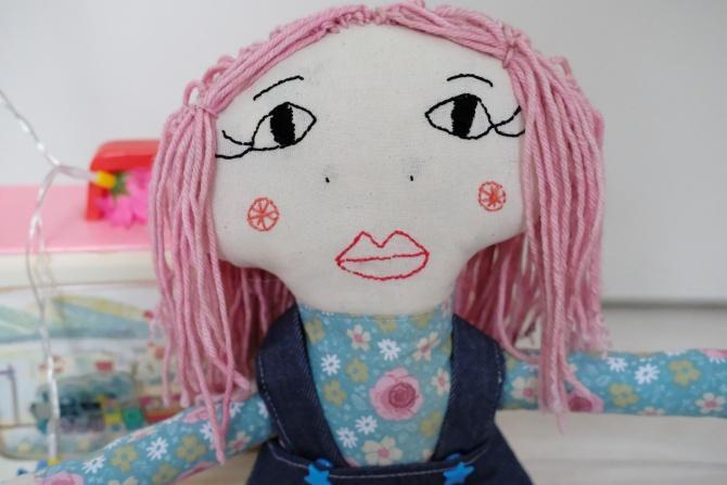 poupées en tissu