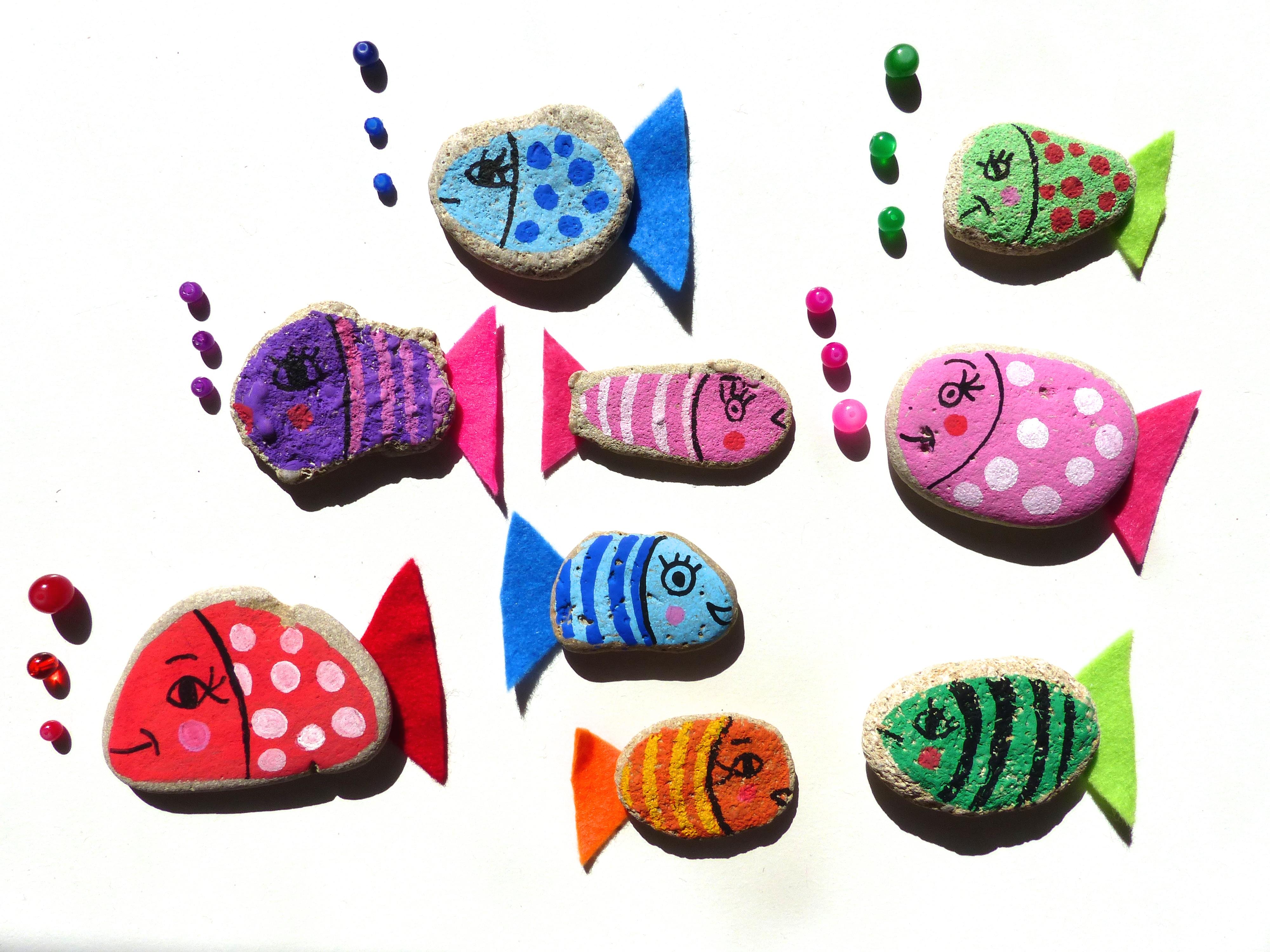Quelle Colle Utiliser Pour Les Galets les galets peints : les petits poissons / diy pour enfant